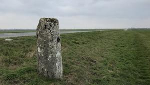 La borne milliaire près d'Allonnes marquant l'ancienne voie romaine établie au Ier siècle