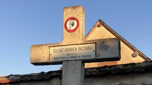 Stèle en hommage aux combattants d'Afrique